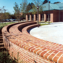exterior-hardscape-curved-wall